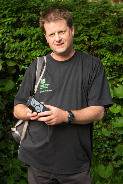 916A2904 Steve Whitehead with bat detector 400 x 600